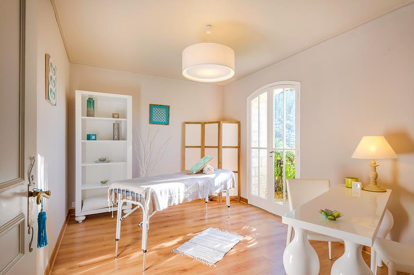 massage montpellier 1h 50 salon de massage lise montpellier. Black Bedroom Furniture Sets. Home Design Ideas